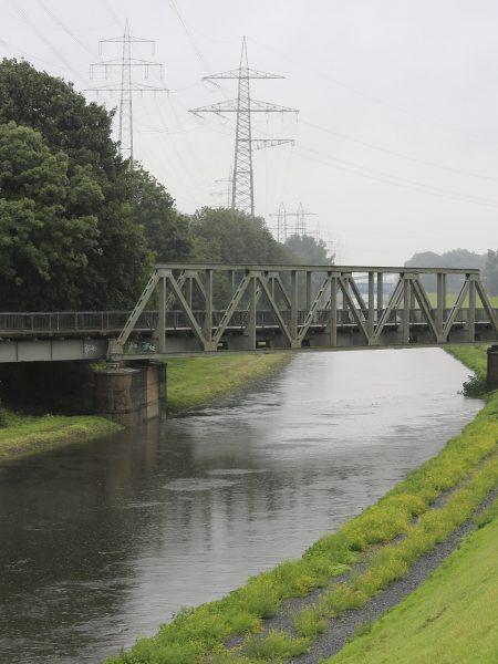 Die Emscher bei Hochwasser. Foto: Rupert Oberhäuser/EGLV